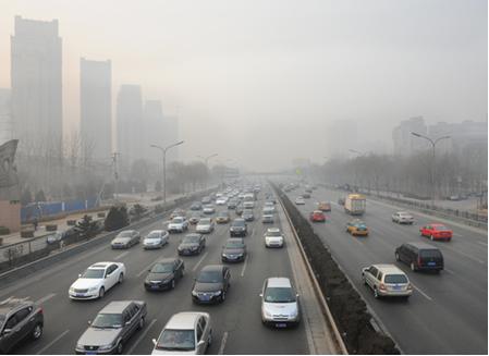 Poluição em 09 de maio de 2012 em Pequim, China.  Essa cidade possui cerca de seis milhões de veículos, um dos maiores causadores do smog fotoquímico1