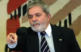 Eleito em 2002, Luís Inácio Lula da Silva, o Lula, re-democratizou o país, investindo em classes baixas.