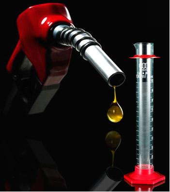 É possível determinar o teor de álcool na gasolina por meio de um experimento simples