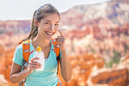 O Fator de Proteção Solar (FPS) determina o tempo máximo de exposição ao Sol com a pele protegida