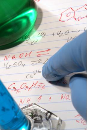 A fórmula percentual indica a porcentagem, em massa, de cada elemento que constitui a substância