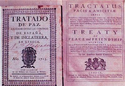 """Acima, versões originais, espanhola (à esquerda) e inglesa (à direita), do """"Tratado de Utrecht"""" de 1713"""