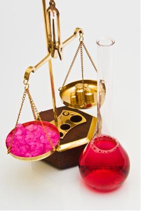 Um dos fatores que alteram o equilíbrio químico de uma reação é o aumento da concentração de algumas das substâncias participantes