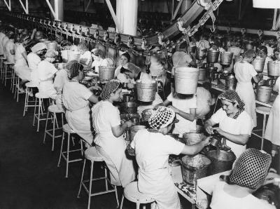 As antigas linhas de produção em  massa foram se modificando ao longo do tempo