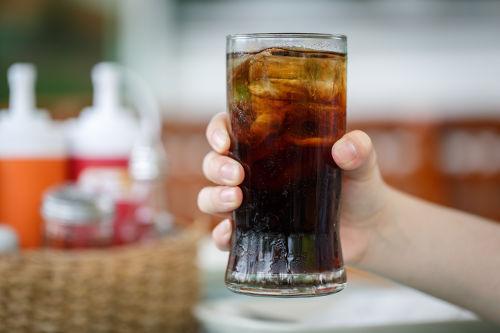 Na composição do refrigerante, temos a presença de um ácido instável