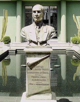 Busto de Pedro Ludovico Teixeira, Palácio das Esmeraldas, Goiânia – Goiás *