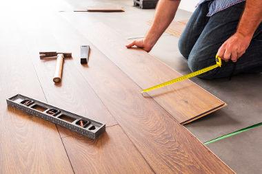 Para saber a medida da superfície de um piso devemos realizar o cálculo de área