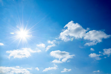 O céu é azul em virtude de um fenômeno físico chamado espalhamento