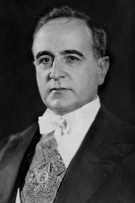 Getúlio Vargas, ditador do Brasil durante o Estado Novo (1937-1945) *