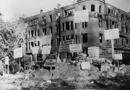 Prédio alemão localizado na cidade de Berlim, destruído pouco antes do ataque soviético. Foto de março de 1945