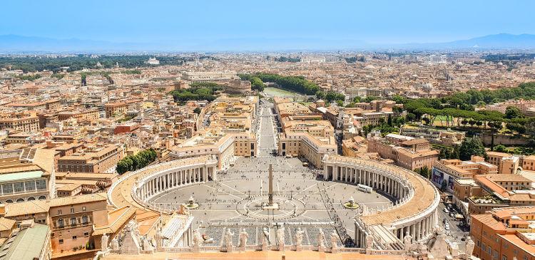 Com o Tratado de Latrão, assinado em 1929, o governo italiano e a Santa Sé deliberaram a criação do Estado da Cidade do Vaticano.