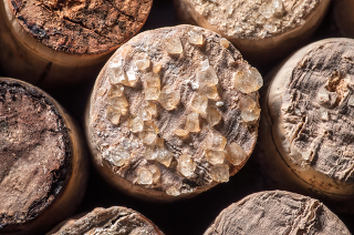 O ácido tartárico formado na fermentação do vinho forma misturas racêmicas