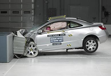 Antes de ser colocado no mercado consumidor, o automóvel passa por testes de colisão, a fim de verificar o nível de segurança para os passageiros