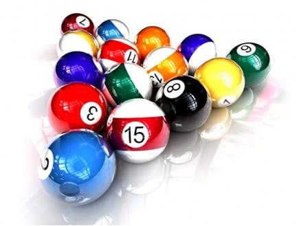 A baquelite é um polímero de condensação muito utilizado para produzir bolas de bilhar