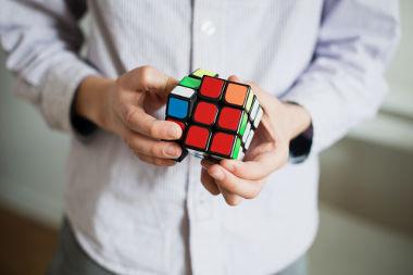 O cubo é um sólido geométrico formado por seis quadrados congruentes