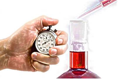 A lei da velocidade de uma reação relaciona a rapidez da transformação com a concentração dos reagentes