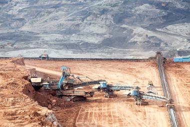 A mineração transforma a paisagem e o meio natural em larga escala