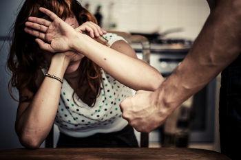 A maioria absoluta dos casos de violência contra a mulher acontece em casa