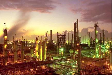 Torres de destilação fracionada em refinarias de petróleo