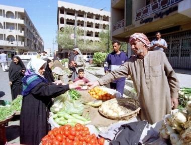 Comércio nas ruas de Bagdá, capital do Iraque, em Março de 2011.¹