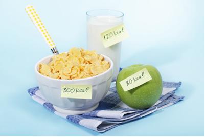 Uma dieta equilibrada leva em conta não só as calorias dos alimentos, mas também os nutrientes que precisam ser fornecidos ao organismo