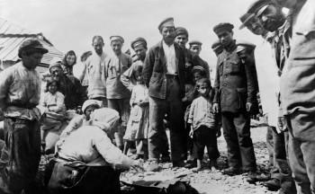 Vítimas do genocídio armênio buscando refúgio em Novorossisk