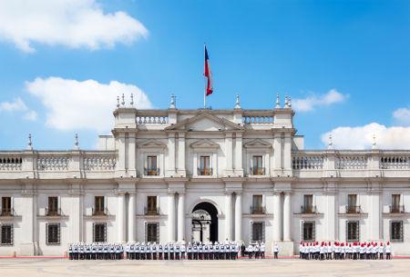 O palácio presidencial La Moneda sofreu forte ataque durante o golpe militar no dia 11 de setembro de 1973