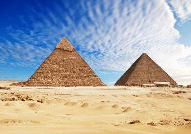As pirâmides situadas no Egito possuem base quadrada
