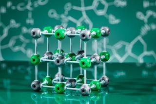 Os sais são formados por aglomerados iônicos que são os responsáveis por todas as suas propriedades