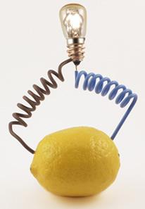 Pilha de limão liga lâmpada de LED