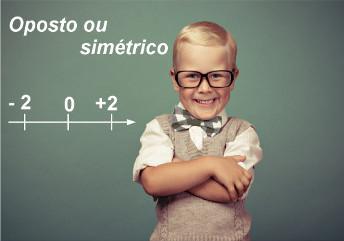 A distância entre o oposto ou o simétrico de um número na reta numérica em relação ao zero é a mesma