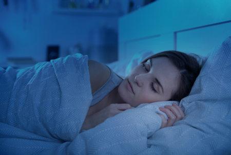A produção da melatonina inicia-se no período de escuridão