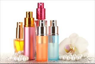 Na indústria de perfumaria existe uma grande variedade de perfumes, águas-de-colônia, Deo Colônias, entre outros