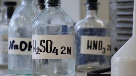 O ácido sulfúrico é uma substância obtida a partir de reações com óxidos ácidos.