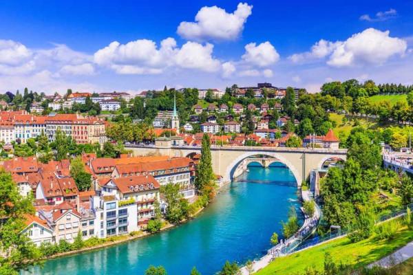 A Suíça é considerada um país desenvolvido, pois apresenta elevado desenvolvimento socioeconômico e boa qualidade de vida.