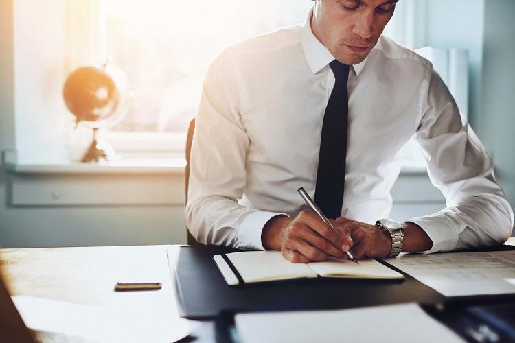 Trabalhar por longos períodos sentado pode ser prejudicial à saúde